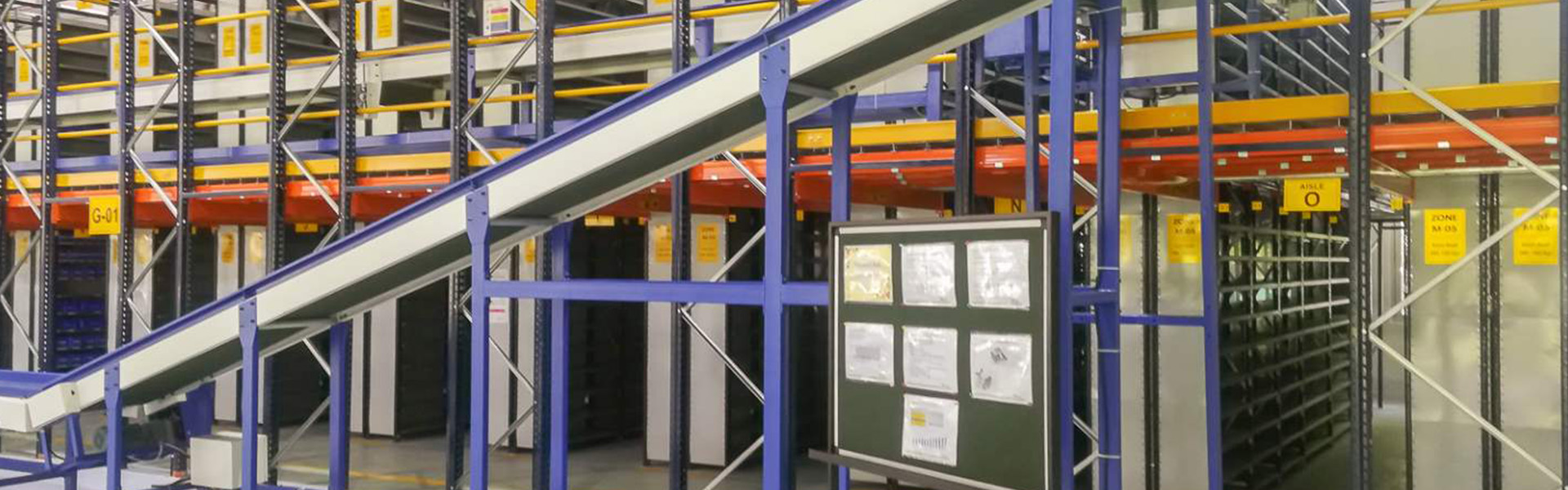 Video- Smart warehouse equipped with belt conveyor
