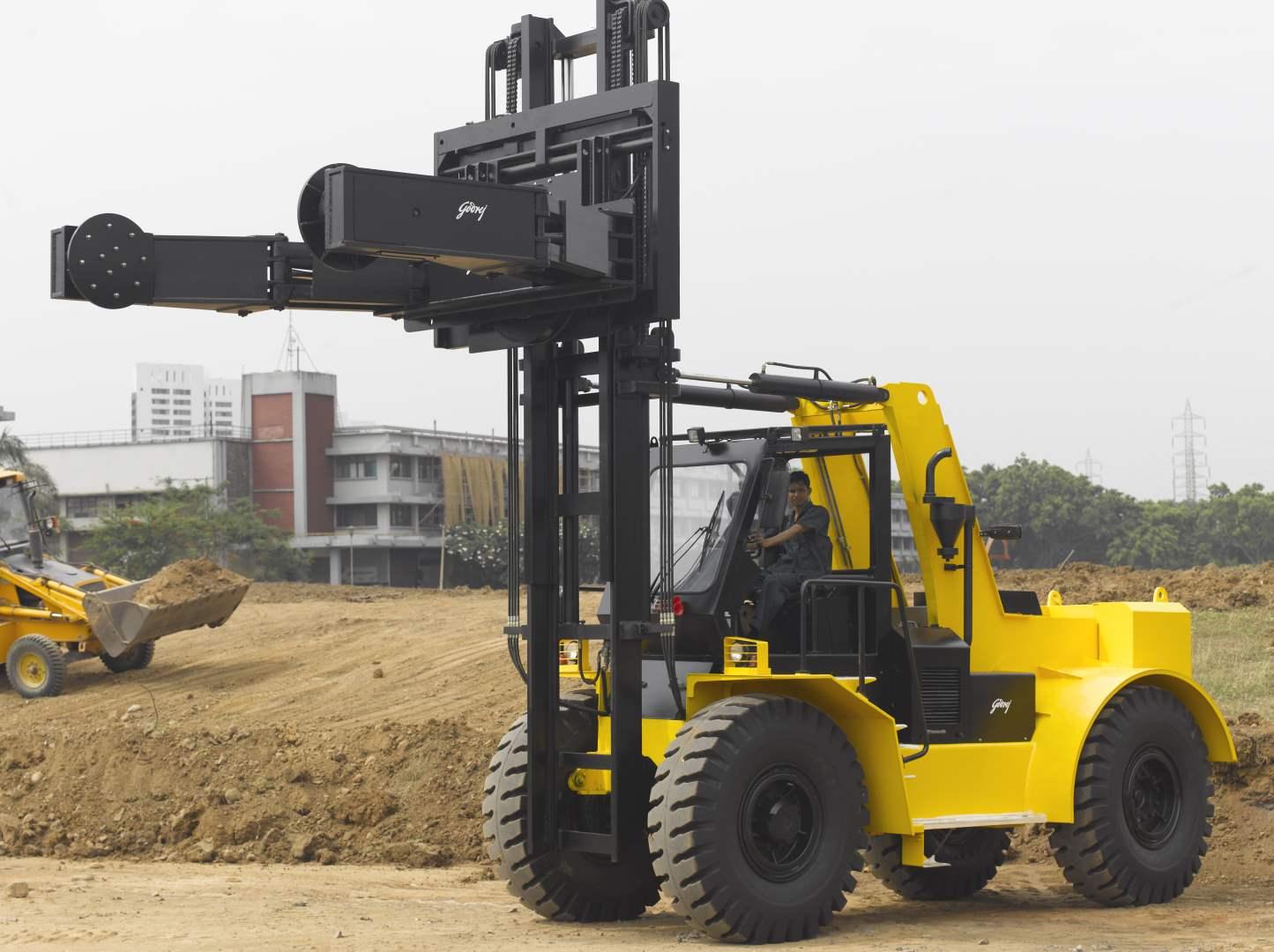 0-5-to-3-5-tonne-Godrej-Tyre-Handler.1