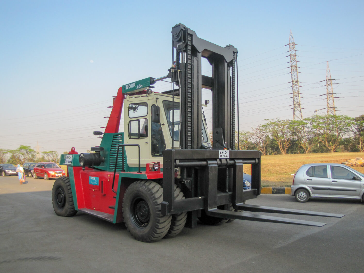 12-to-25-tonne-Godrej-Outdoor-Heavy-duty-Diesel-Forklift.